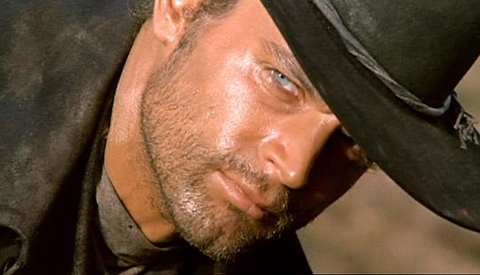 Django guckt finster - und hat allen Grund dazu!