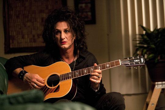 Vegetiert nur noch so vor sich hin - Goth-Rocker Cheyenne (Sean Penn)