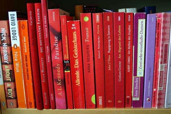 Bücher sortieren - nach Farbe