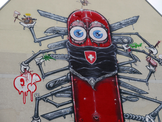 Street-Art-Tour in Berlin-Kreuzberg: Swiss Knife von One Truth