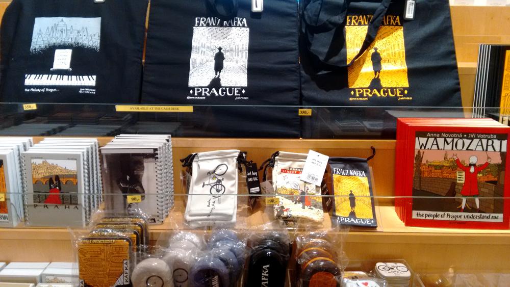 Vom Stoffbeutel bis zum Brillen-Etui: Kafka-Merchandise