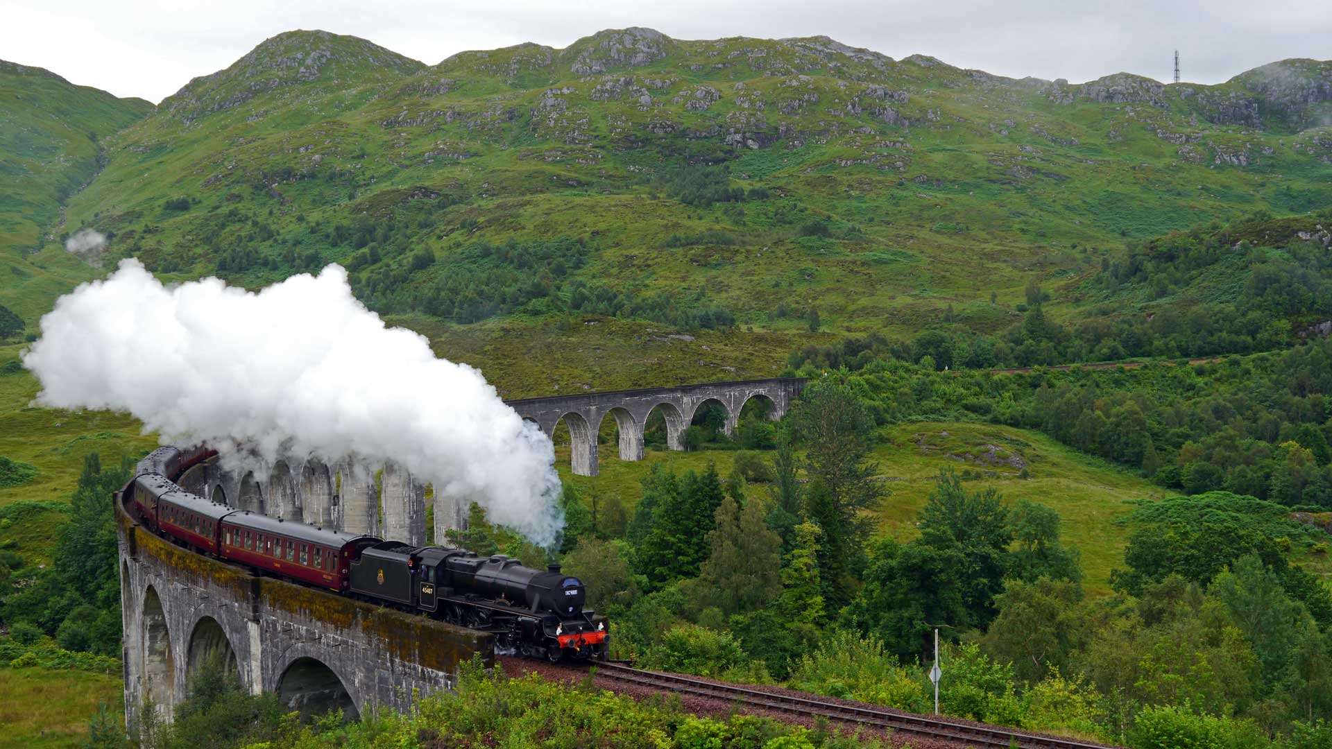 Das berühmte Glenfinnan-Viadukt. Pilgerort für Harry-Potter-Fans. (Foto: Sommerdiebe.de)