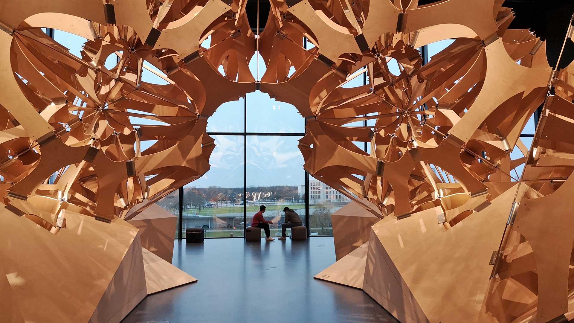 Gigantische Skulturen aus Holz