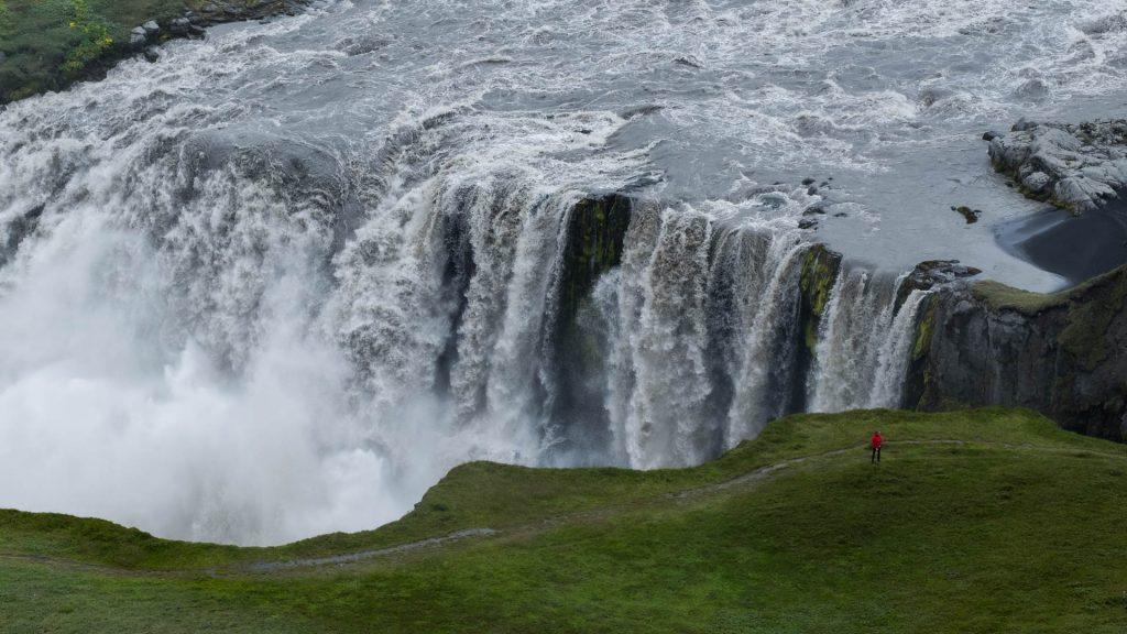 Der Dettifoss ist einer der größten und wasserreichsten Wasserfälle Europas