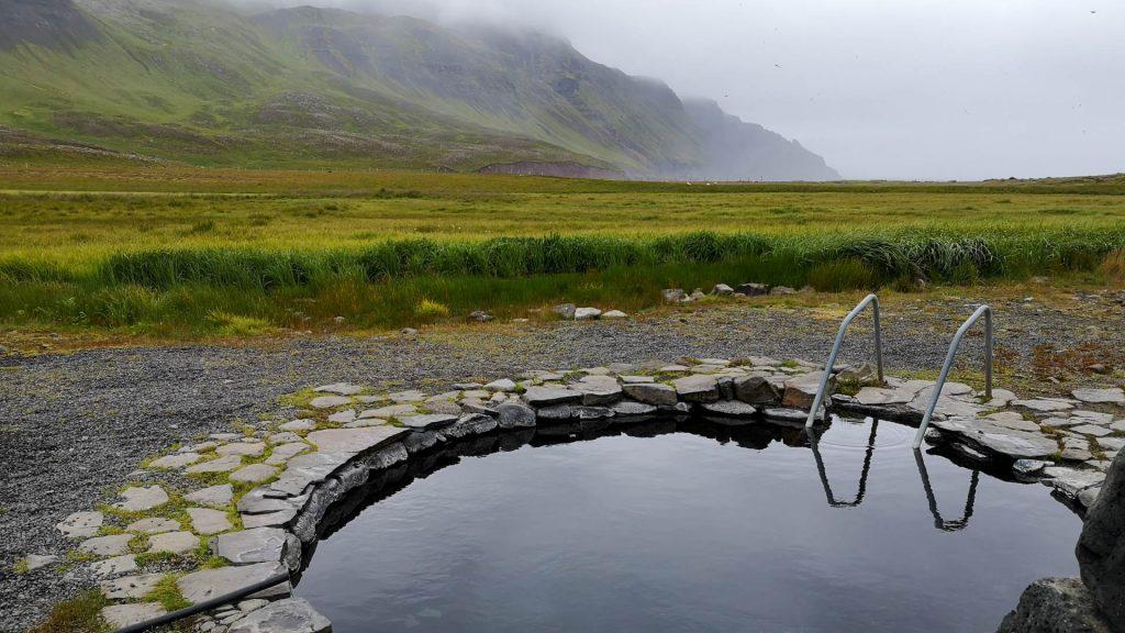 Grettislaug - Entspannen am Atlantik mit Bergblick