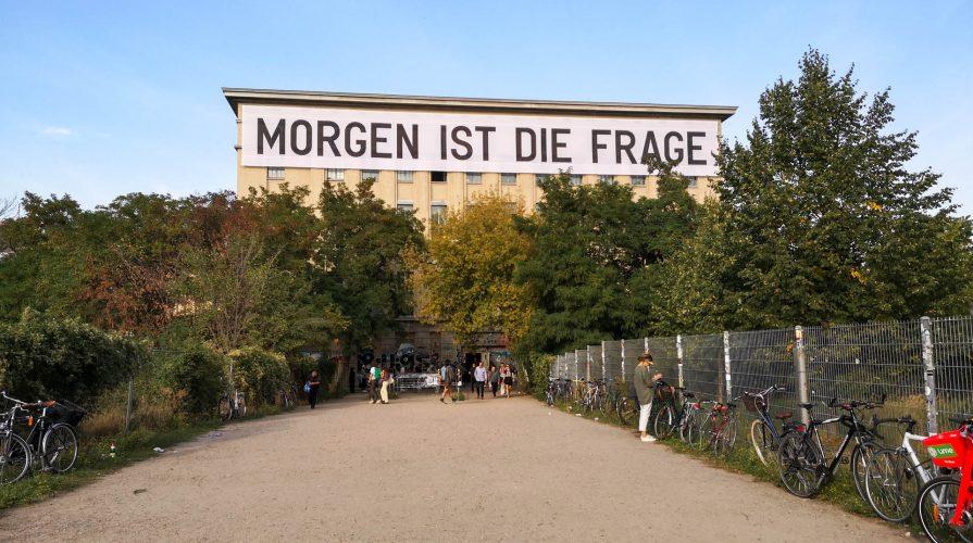 Kunst im Berghain: Seit letzter Woche wird im berühmten Techno-Club zeitgenössische Kunst ausgestellt. (Foto: Sommerdiebe.de)